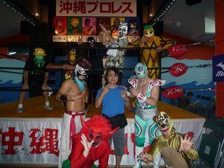 沖縄プロレス記念写真.jpg
